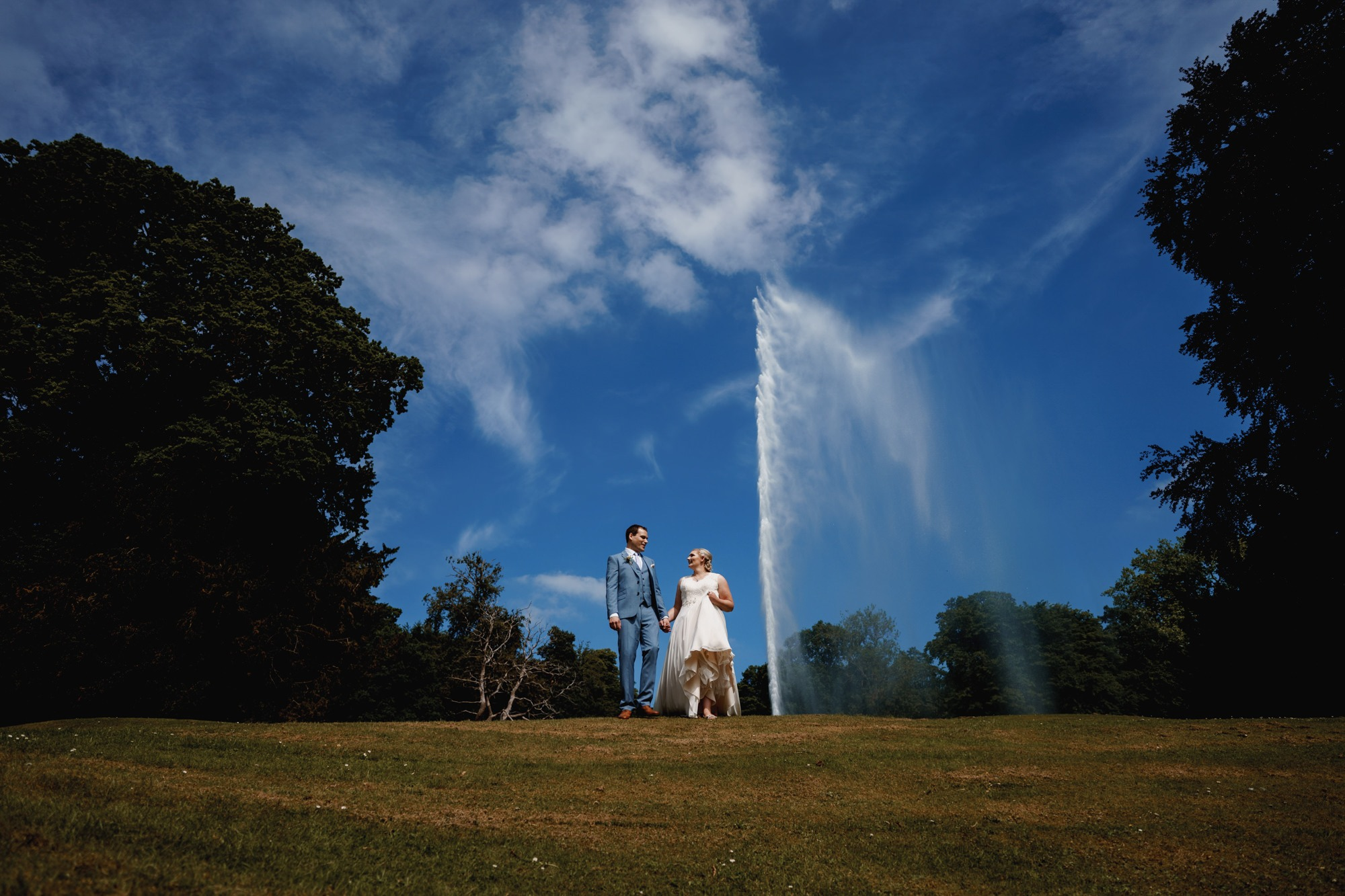 stanway house and fountain bride and groom